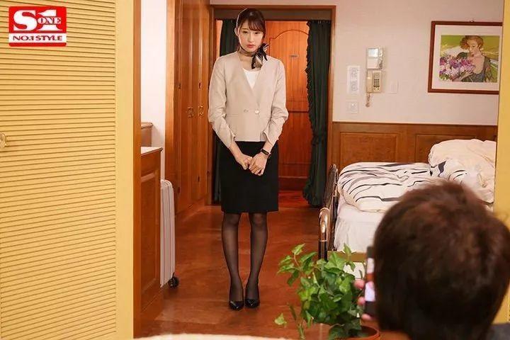 SSNI-708:套装窄裙黑丝袜!星宫一花大秀美腿被调教!